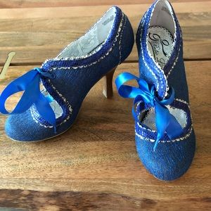 Glamville Poetic Justice Blue Heels Size 8.5 M